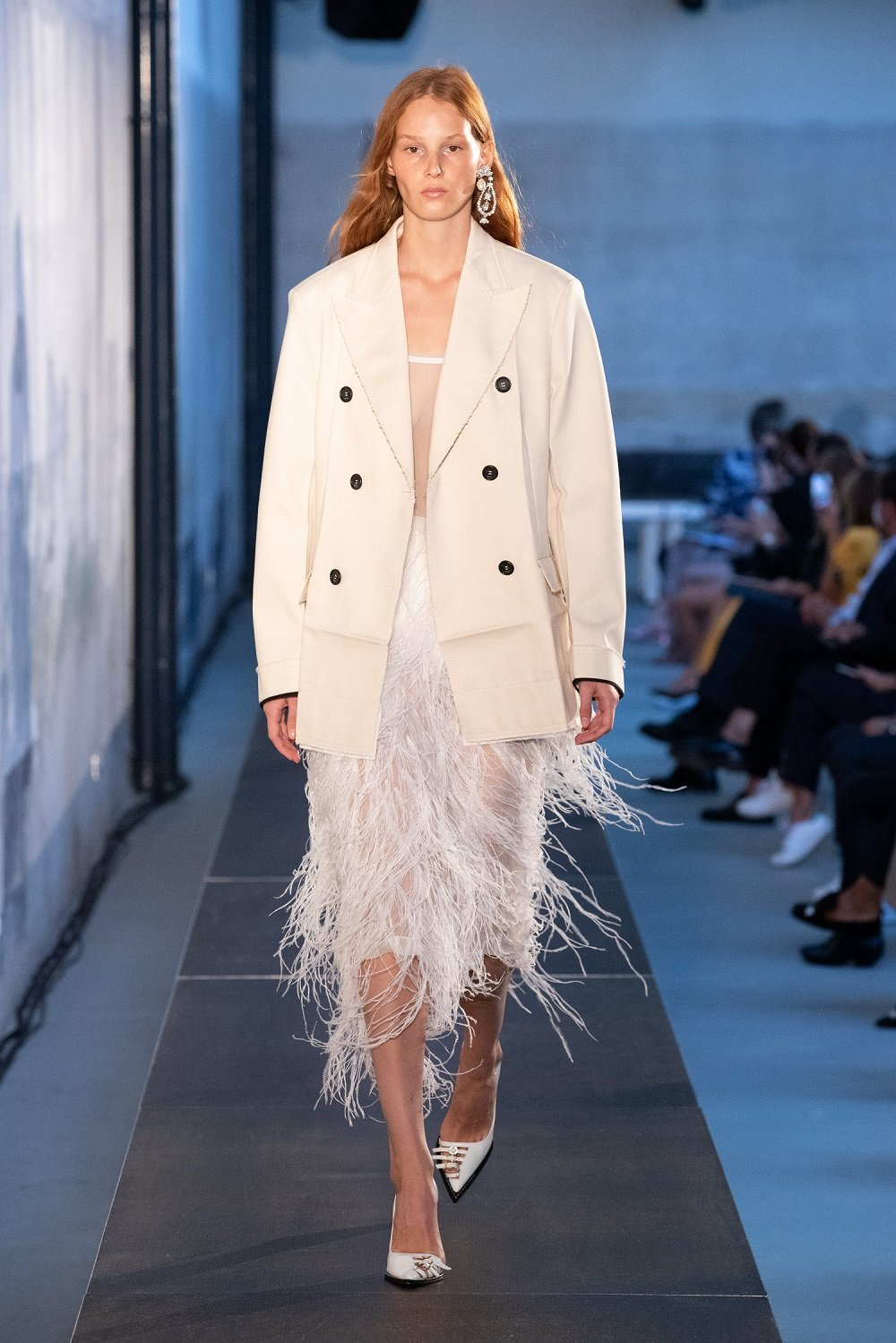 N21, white, coat, dress, ss21, show, feather